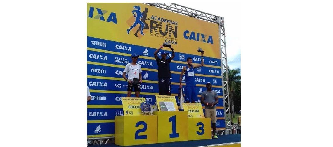 Atletas de elite, amadores e crianças agitam o domingo carioca na Corrida das Academias