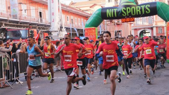 Corrida e Caminhada Soldado do Fogo esquenta a fria manhã de domingo no Rio